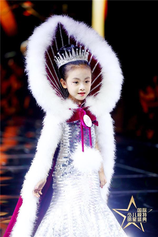安孜 荣获2019第四届国际少儿模特明星盛典 全国总冠军